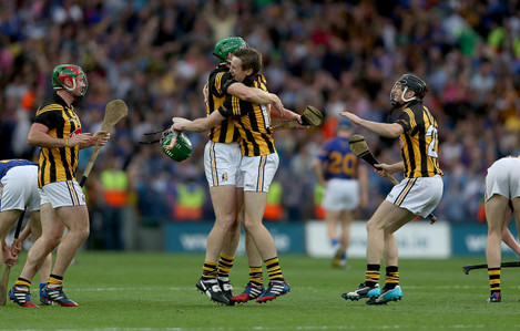 henry-shefflin-and-joey-holden-celebrate-at-the-end-of-the-game