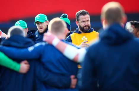 andy-farrell-speaks-to-the-team