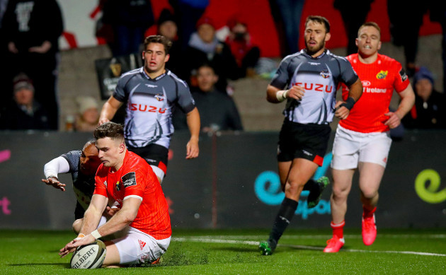 shane-daly-scores-a-try-despite-the-efforts-from-andell-loubser