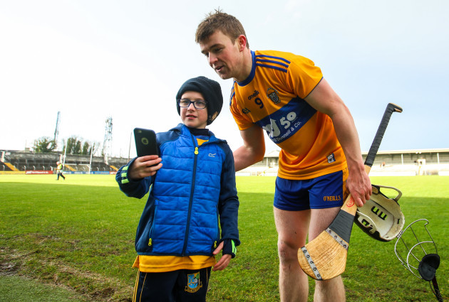 tony-kelly-with-padraig-chaplin-age-8-from-sixmilebridge