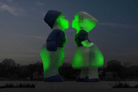 kissing-couple-xxxl-statue-amsterdam-joins-tourism-irelands