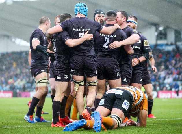 ronan-kelleher-celebrates-his-try-with-teammates