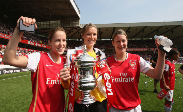 yvonne-tracy-emma-byrne-and-ciara-grant-celebrate-with-the-fa-womens-cup