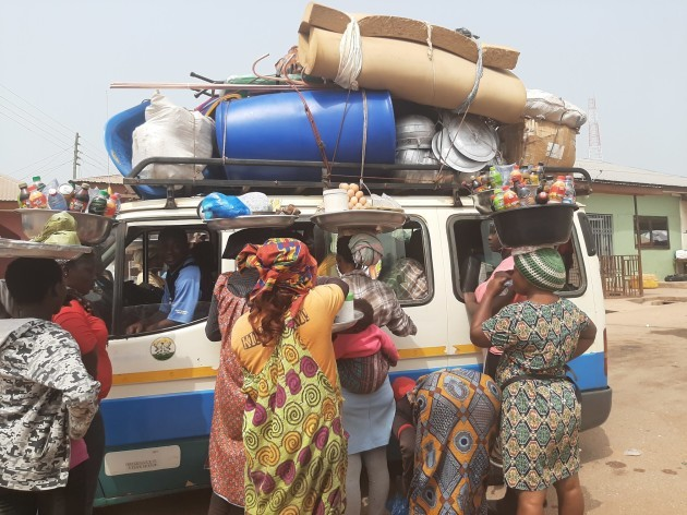 rsz_streetlife_in_ghana_is_busy_-_taxi_with_people_selling_products_while_it_stops