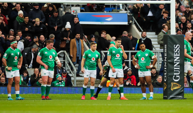 rob-herring-tadhg-furlong-jordan-larmour-conor-murray-and-bundee-aki-dejected-after-conceding-a-try