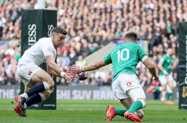 jonathan-sexton-competes-for-a-loose-ball-with-george-ford