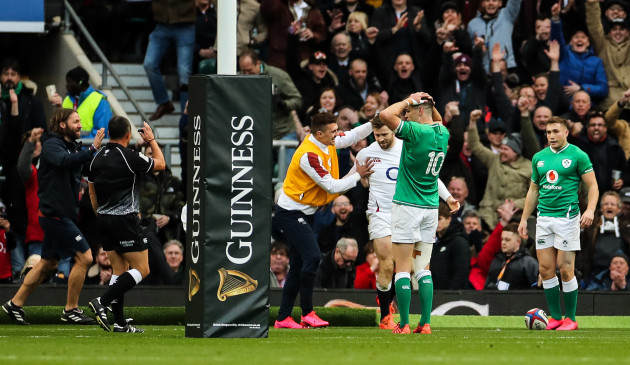 elliot-daly-scores-a-try-as-jonathan-sexton-reacts