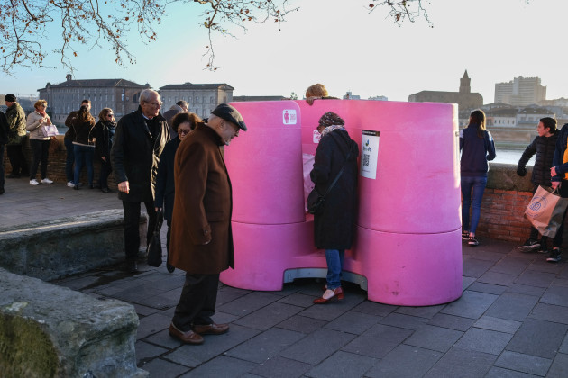 public-urinals-for-women-toulouse