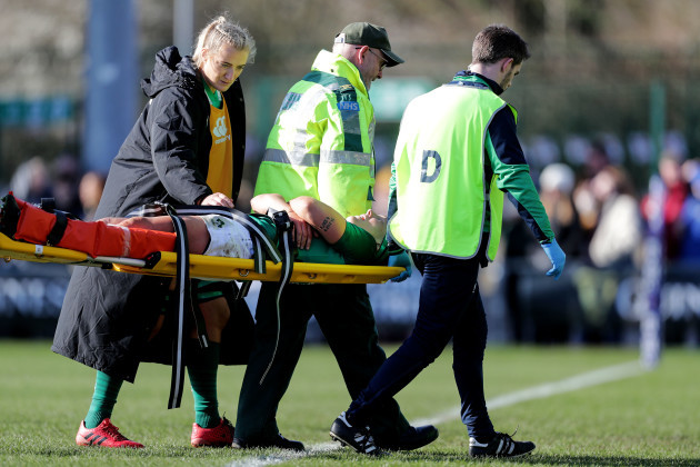lindsay-peat-is-stretchered-off-with-an-injury