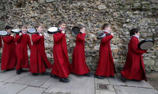 winchester-cathedral-pancake-race