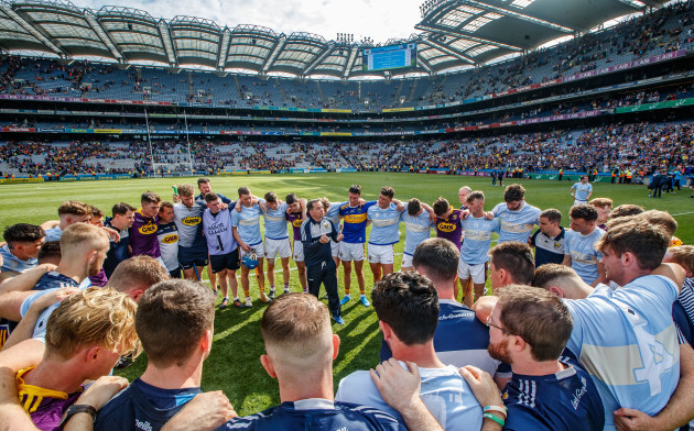 davy-fitzgerald-speaks-to-his-team-after-the-game