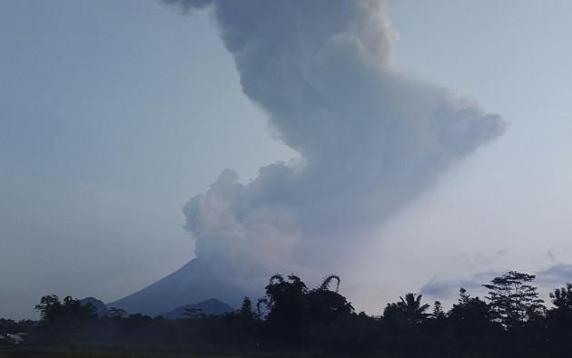 indonesia-volcano-erupt