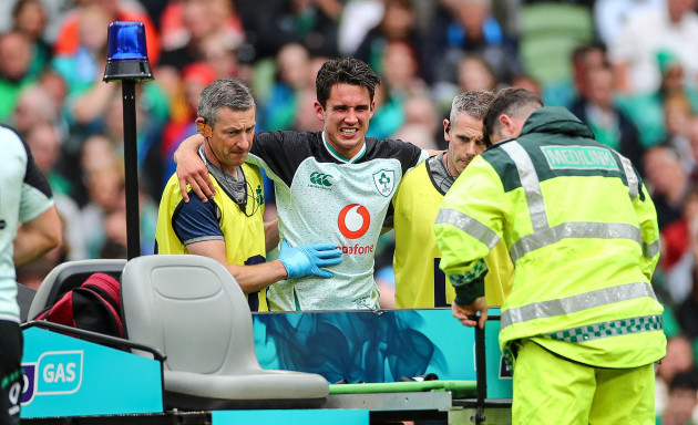 joey-carbery-leaves-the-field-with-an-injury