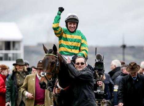 barry-geraghty-onboard-epatante-celebrates-winning
