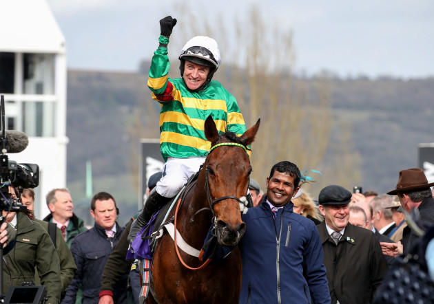 barry-geraghty-celebrates-winning-onboard-champ-with-jp-mcmanus