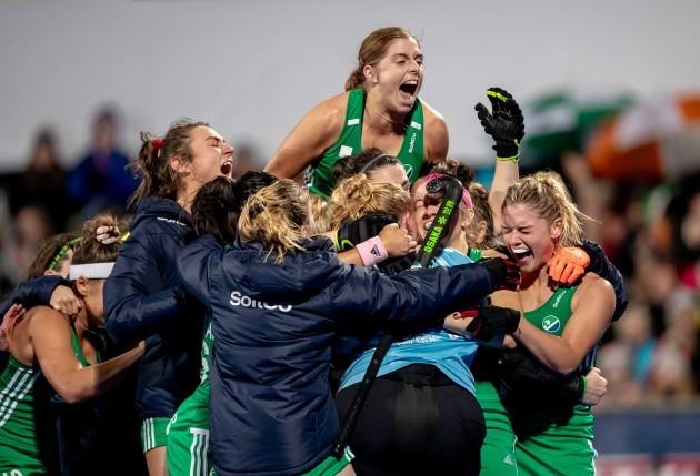 irish-players-rush-to-celebrate-with-goalkeeper-ayeisha-mcferran