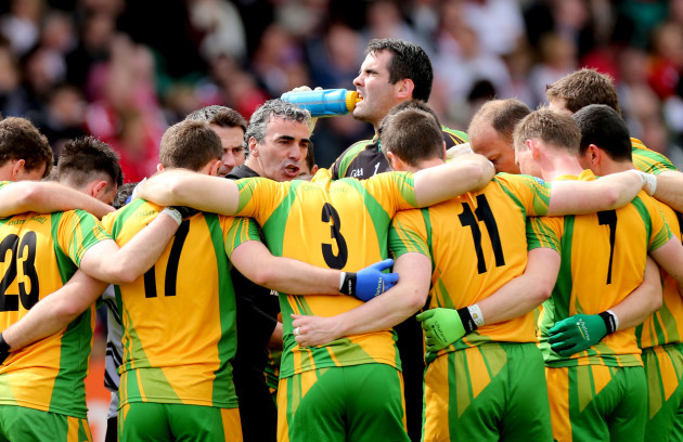 jim-mcguinness-speaks-to-his-team-before-the-game