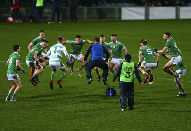 limerick-players-prepare-for-the-second-half
