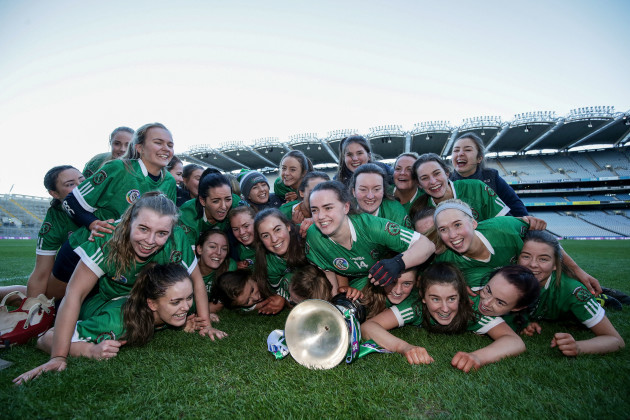 sarsfields-players-celebrate-with-the-bill-agnes-carroll-cup