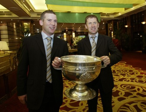 dara-o-cinneide-and-jack-oconnor-in-the-hotel-lobby-with-the-sam-maguire-2792004