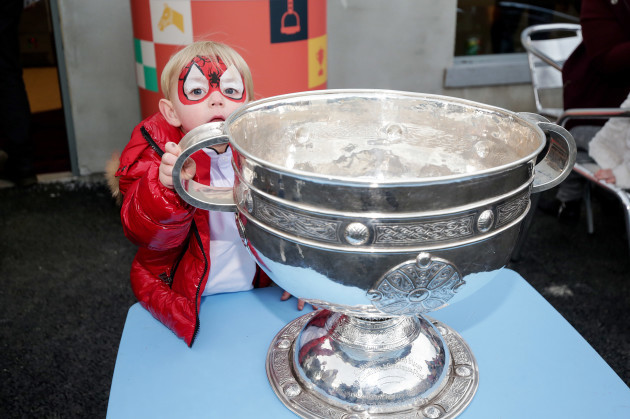kai-delaney-with-the-sam-maguire-trophy