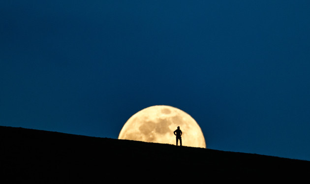 a-view-of-the-super-moon-near-croghan-hill-co-offaly