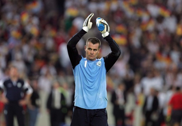 shay-given-salutes-the-crowd