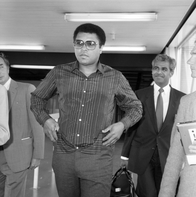 boxing-muhammad-ali-heathrow-airport