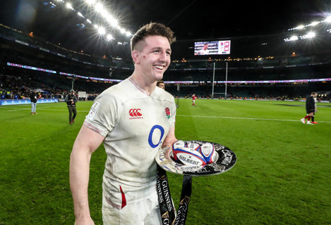 tom-curry-with-the-guinness-6-nations-triple-crown-trophy