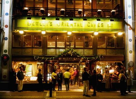 bewleys-oriental-cafe-grafton-street-dublin-co-dublin-ireland-people-outside-of-a-cafe
