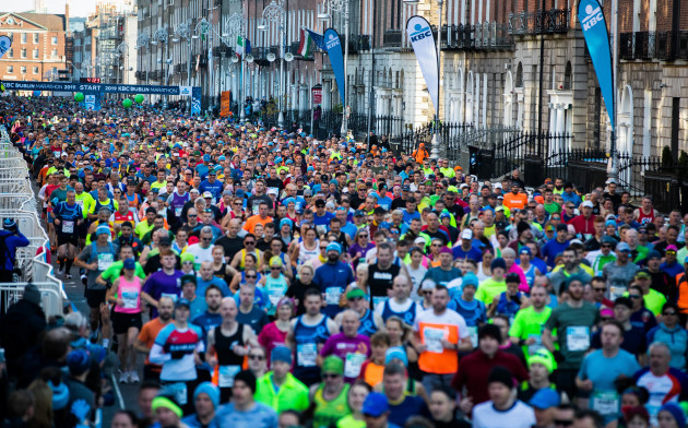 a-view-of-the-dublin-marathon-as-it-makes-its-way-up-fitwilliam-place
