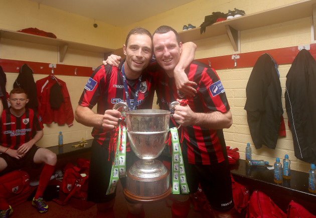 stephen-rice-and-pat-flynn-celebrate-with-the-first-division-trophy
