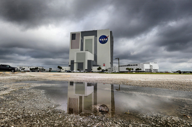 weather-postpones-spacex-demo-2-historic-manned-launch