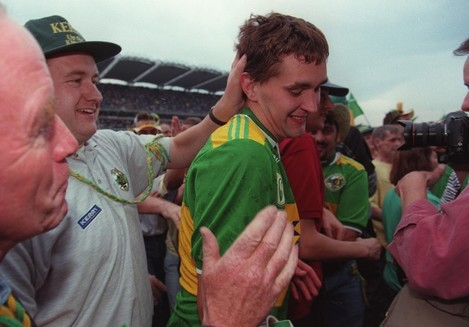 all-ireland-football-final-2891997maurice-fitzgerald-is-congratualted-after-the-match