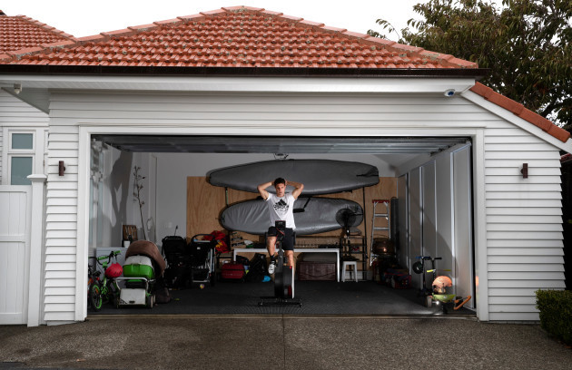 dan-carter-training-at-his-home