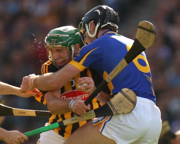 eddie-brennan-tackled-by-conor-omahony