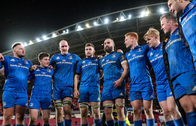 leinsters-scott-fardy-talks-in-the-leinster-team-huddle