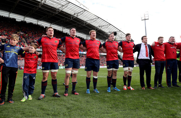 tony-and-dan-foley-sons-of-the-late-anthony-foley-sing-with-the-munster-players-after-the-game