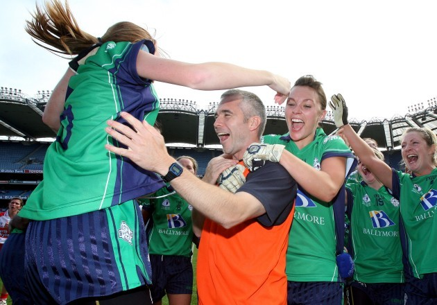 johnny-wilson-celebrates-with-linda-tighe-and-shauna-keogh