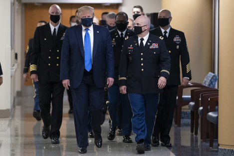 president-donald-trump-arrives-at-walter-reed-to-visit-with-wounded-military-members