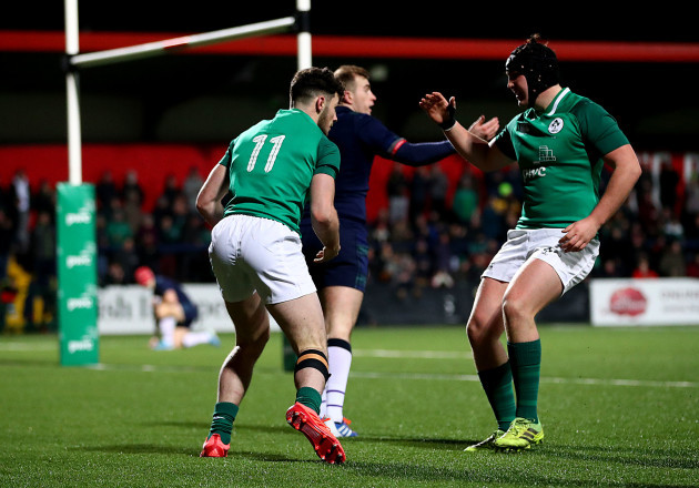 andrew-smith-celebrates-his-try-with-tom-stewart