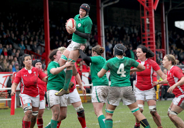 joy-neville-claims-line-out-ball