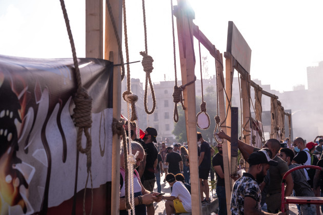 angry-lebanese-demonstrate-beirut