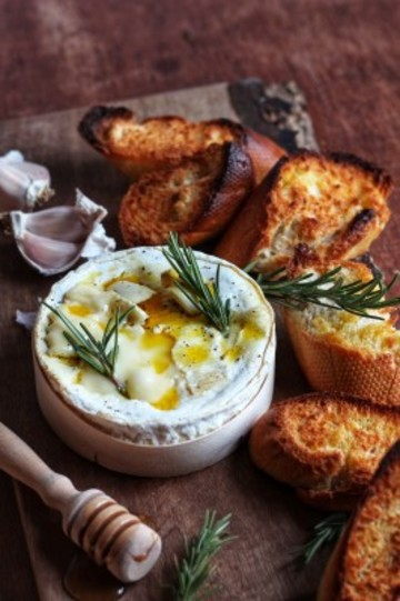 oven-baked-camembert-266x400
