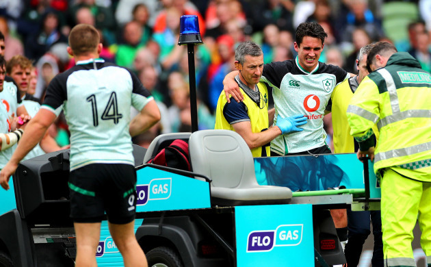 keith-fox-with-an-injured-joey-carbery