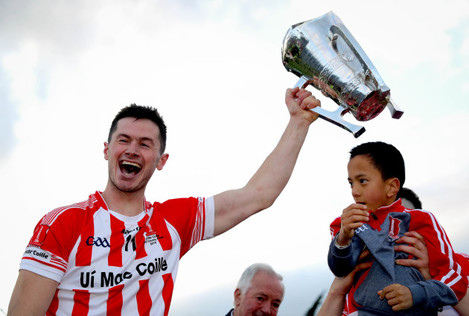 seamus-harnedy-celebrates-with-the-trophy