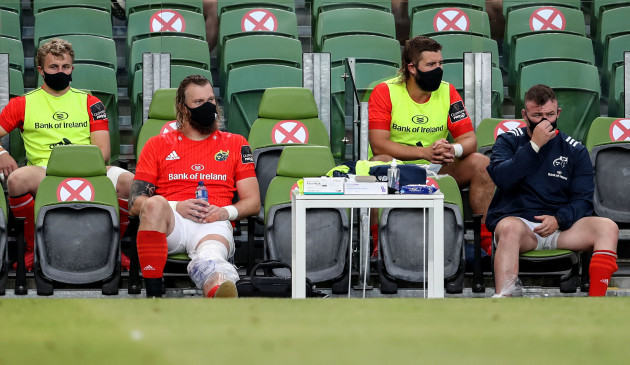 rg-snyman-watches-from-the-bench-due-to-a-knee-injury
