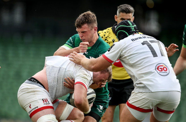 matthew-rea-is-tackled-by-tom-farrell