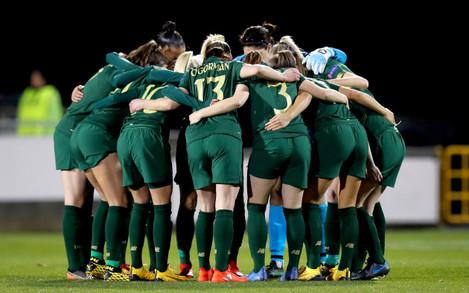 ireland-team-huddle