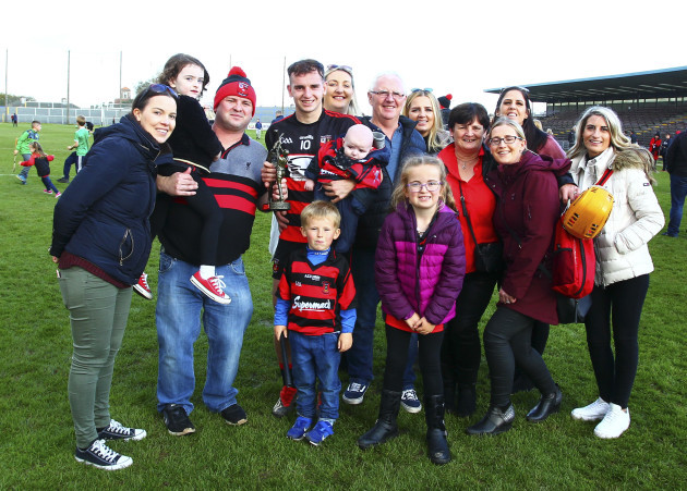 dessie-hutchinson-celebrates-with-his-family
